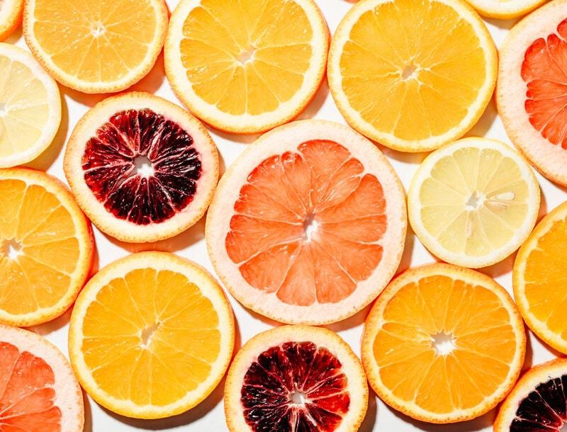 vitamin c hỗ trợ điều trị sẹo mụn