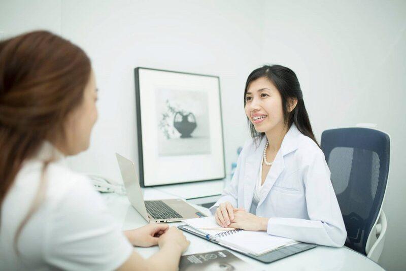 dr hun kim thao consults a client